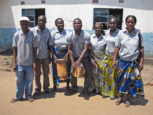 EPWDAn-vapaaehtoisia-Mambwessa-teatteriesityksen-jälkeen_500px